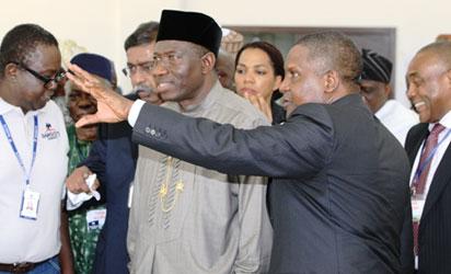 President Goodluck Jonathan (l) with Alhaji Aliko Dangote