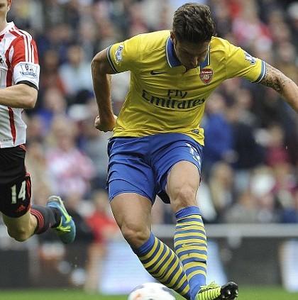 Giroud-Sunderland-Sept2013