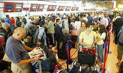 221-Passengers-airport